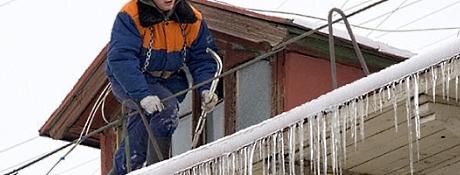 Очистка даху від снігу в Тернополі
